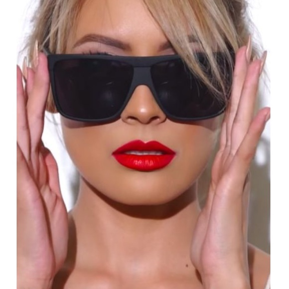 ee1cc3a5aed Quay Barnun black oversized sunglasses NWT